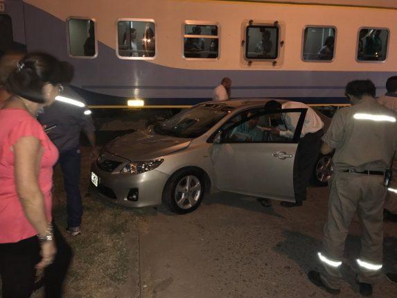 Choque entre tren y auto