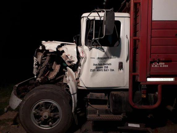 Colisión de dos camiones en R9