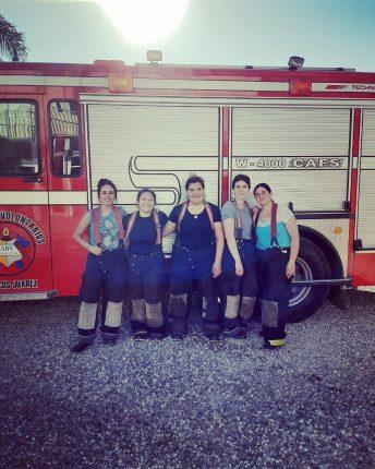 Las mujeres quieren el traje y ser bomberas